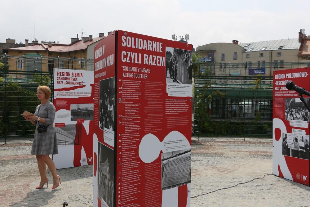 2020-07-28-wystawa-tu-rodz-sie-s-1